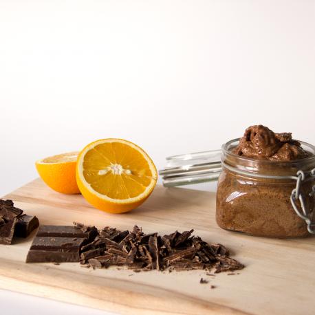 Čokoladni piling z eteričnim oljem pomaranče